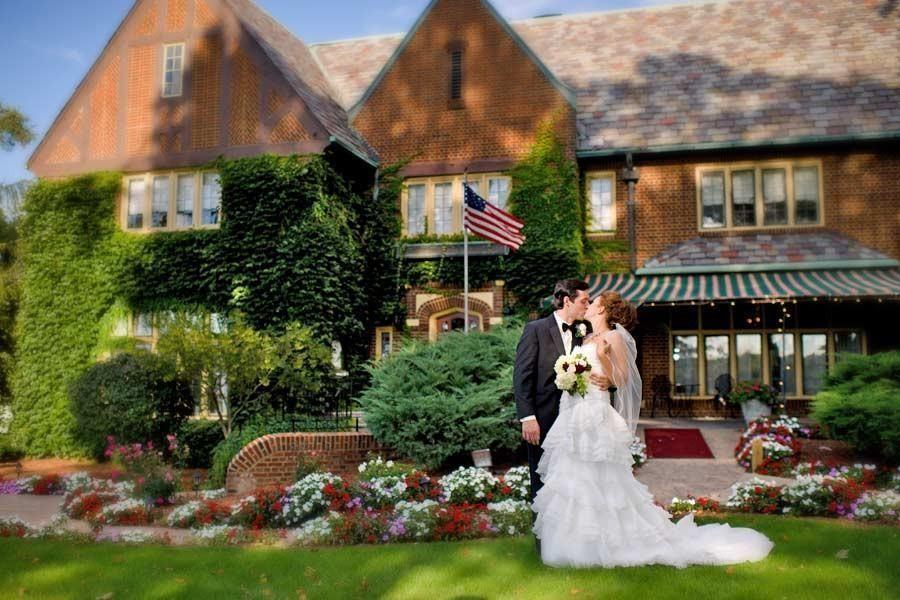 Wedding for $1000 - Small Unique Wedding Venues in Michigan